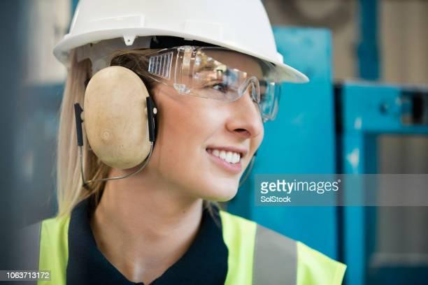 arbeiter - schutzbrille stock-fotos und bilder