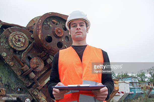 manual worker wearing high vis vest and hard hat - sigrid gombert stock pictures, royalty-free photos & images
