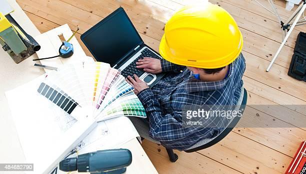 Arbeiter mit laptop