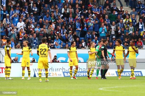 Manuel Akanji of Borussia Dortmund and Marcel Schmelzer of Borussia Dortmund Christian Pulisic of Borussia Dortmund Thomas Delaney of Borussia...