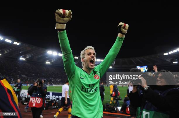 Manuel Almunia of Arsenal celebrates victory after penalties during the UEFA Champions League Round of Last 16 Second Leg match between AS Roma and...