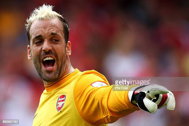 Manuel Almunia of Arsenal directs his defence during the Emirates Cup match between Arsenal and Glasgow Rangers at the Emirates Stadium on August 2...