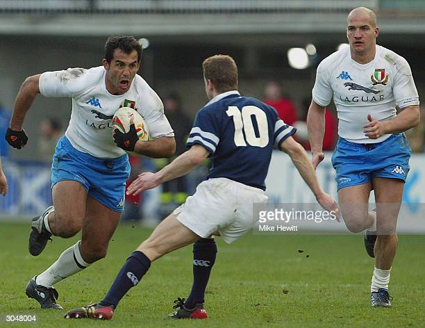 Manuel Dallan of Italy heads for Chris Paterson of Scotland during the RBS Six Nations match between Italy and Scotland at Flaminio Stadium on March...