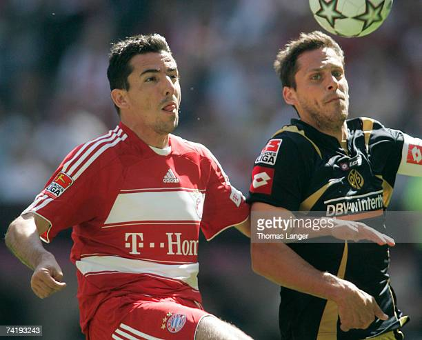 Manuel Friedrich of Mainz and Roy Makaay of Munich battle for the ball during the Bundesliga match between Bayern Munich and FSV Mainz 05 at the...