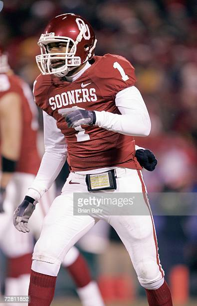 Manuel Johnson of the Oklahoma Sooners moves on the field against the Nebraska Cornhuskers during the 2006 Dr Pepper Big 12 Championship on December...