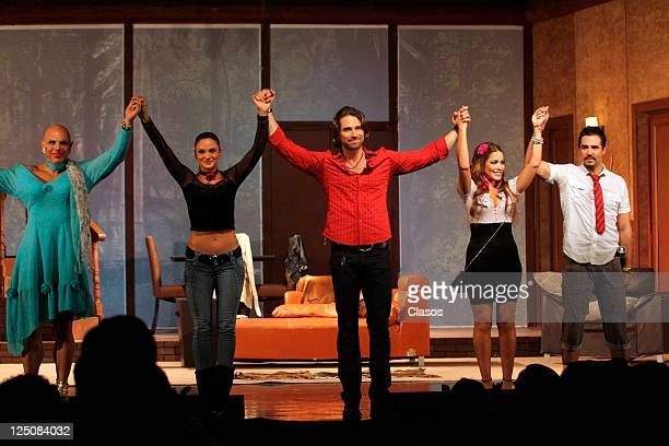 Manuel Landeta Alexis Ayala Adriana Fonseca Sebastian Rulli Mariana Seoane in presentation of the play Divorciemonos mi Amor at Blanquita Theater in...