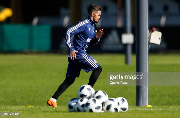 Manuel Lanzini of Argentina runs during a traning session as part of the preparation for the FIFA World Cup Russia at Julio Humberto Grondona...