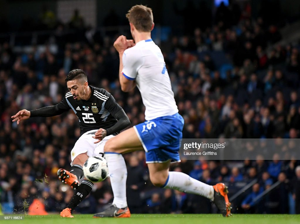 Manuel Lanzini of Argentina scores his sides second goal during the International friendly match between Italy and Argentina at Etihad Stadium on March 23, 2018 in Manchester, England.