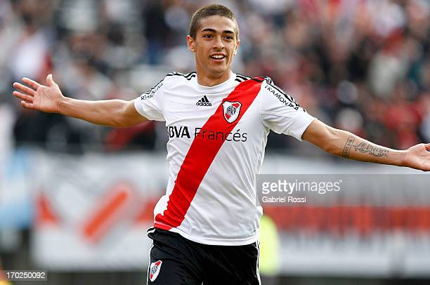 Manuel Lanzini of River Plate celebrates a goal during a match between River Plate and Independiente as part of the Torneo Final 2013 at the...