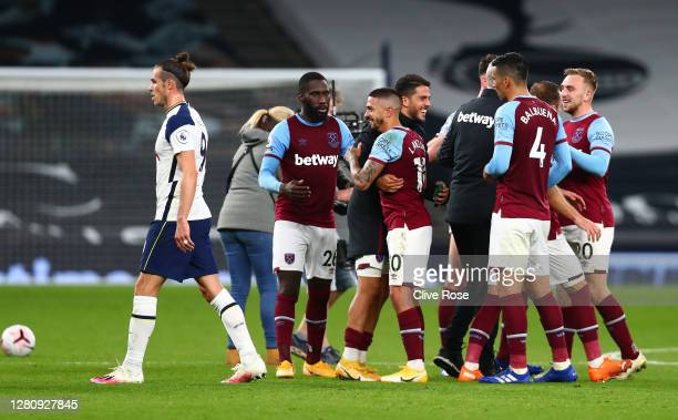 Manuel Lanzini of West Ham United celebrates with teammates following the Premier League match between Tottenham Hotspur and West Ham United at...