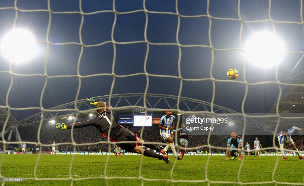 Manuel Lanzini of West Ham United scores his sides fourth goal during the Premier League match between Huddersfield Town and West Ham United at John Smith's Stadium on January 13, 2018 in Huddersfield, England.