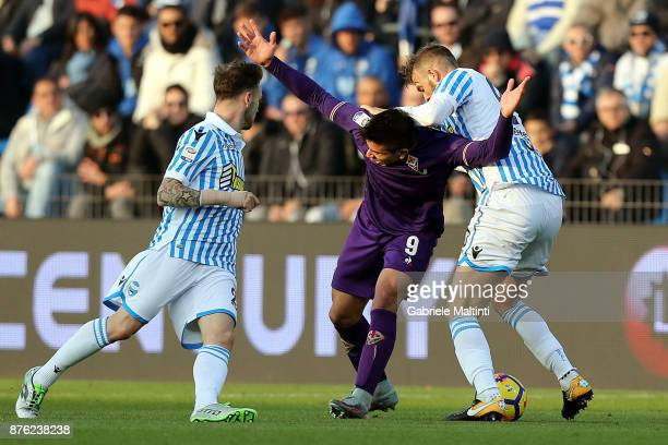 Manuel Lazzari and Alberto Grassi of Spal battles for the ball with Giovanni Simeone of ACF Fiorentina during the Serie A match between Spal and ACF...