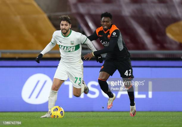 Manuel Locatelli of Sassuolo and Amadou Diawara of Roma battle for the ball during the Serie A match between AS Roma and US Sassuolo at Stadio...