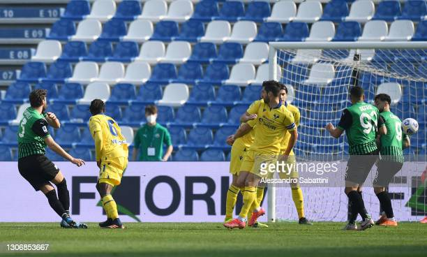 Manuel Locatelli of Sassuolo scores their team's first goal during the Serie A match between US Sassuolo and Hellas Verona FC at Mapei Stadium -...