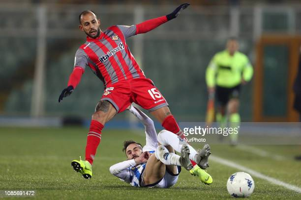 Manuel Marras of Pescara Calcio 1936 and Ivan Marconi US Cremonese fight for the ball during the Italian Serie B 2018/2019 match between Pescara...