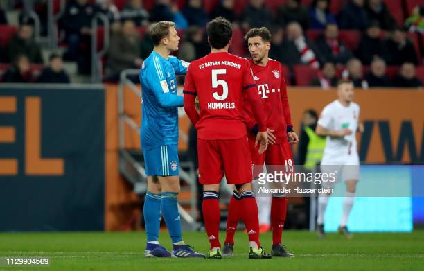 Manuel Neuer goalkeeper of Muenchen talks to team mates Mats Hummels and Leon Goretzka during the Bundesliga match between FC Augsburg and FC Bayern...