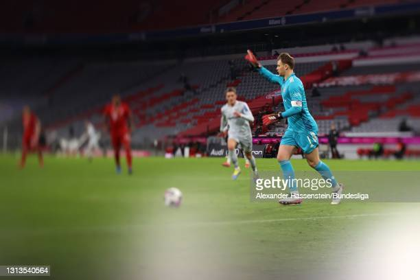 Manuel Neuer of Bayern München controlls the ball during the Bundesliga match between FC Bayern München and Bayer 04 Leverkusen at Allianz Arena on...