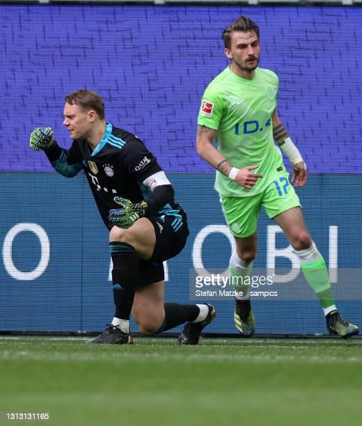 Manuel Neuer of Bayern Muenchen reacts and Maximilian Philiipp of VFL Wolfsburg during the Bundesliga match between VfL Wolfsburg and FC Bayern...