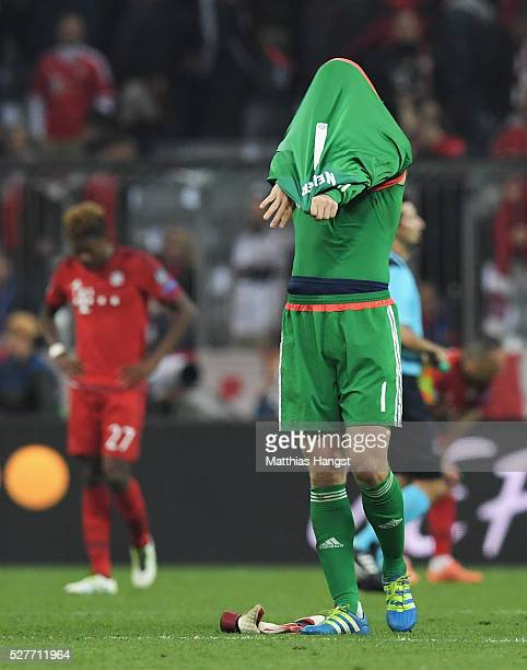 Manuel Neuer of Bayern Munich looks dejected after the UEFA Champions League semi final second leg match between FC Bayern Muenchen and Club Atletico...