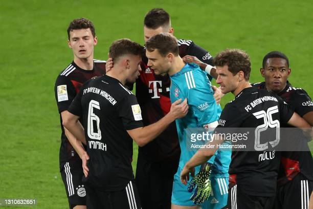 Manuel Neuer of FC Bayern München celebrates victory with his team mates after winning the Bundesliga match between RB Leipzig and FC Bayern Muenchen...