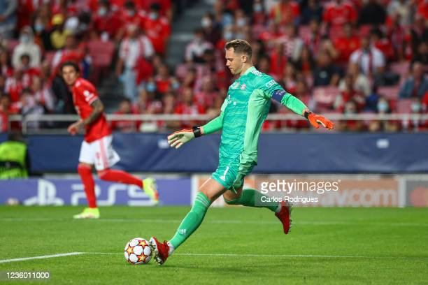 Manuel Neuer of FC Bayern Munchen during the UEFA Champions League group E match between SL Benfica and Bayern Muenchen at Estadio da Luz on October...