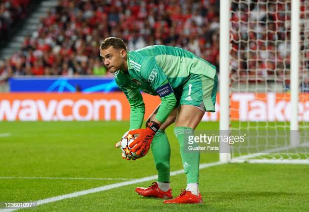Manuel Neuer of FC Bayern Munchen in action during the Group E - UEFA Champions League match between SL Benfica and Bayern Munchen at Estadio da Luz...