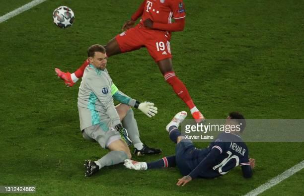 Manuel Neuer of FC Bayern Munich stop the ball over Neymar Jr of Paris Saint-Germain during the UEFA Champions League Quarter Final Second Leg match...