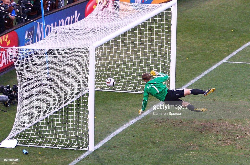 Germany v England: 2010 FIFA World Cup - Round of Sixteen : News Photo