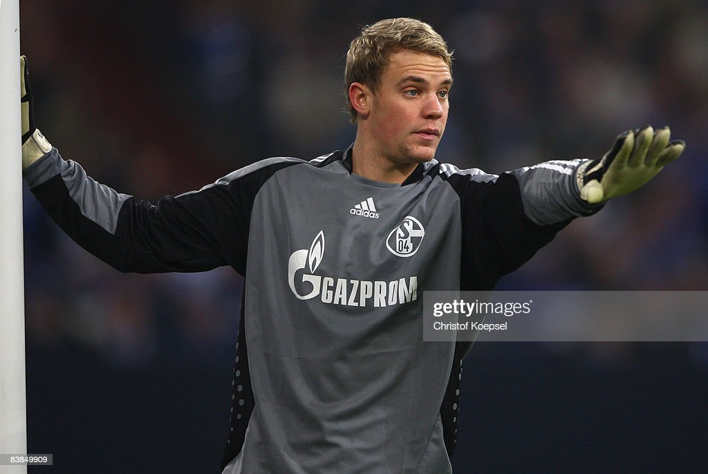 Manuel Neuer of Schalke issues instructions to the team during the UEFA Cup Group A match between FC Schalke 04 and Manchester City at the Veltins Arena on November 27, 2008 in Gelsenkirchen, Germany.