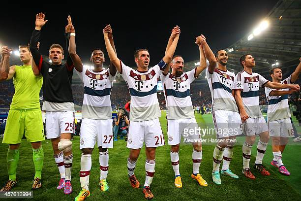 Manuel Neuer Thomas Mueller David Alaba Philipp Lahm Franck Ribery Mehdi Benatia Xabi Alonso and Juan Bernat of Bayern Muenchen celebrate victory...