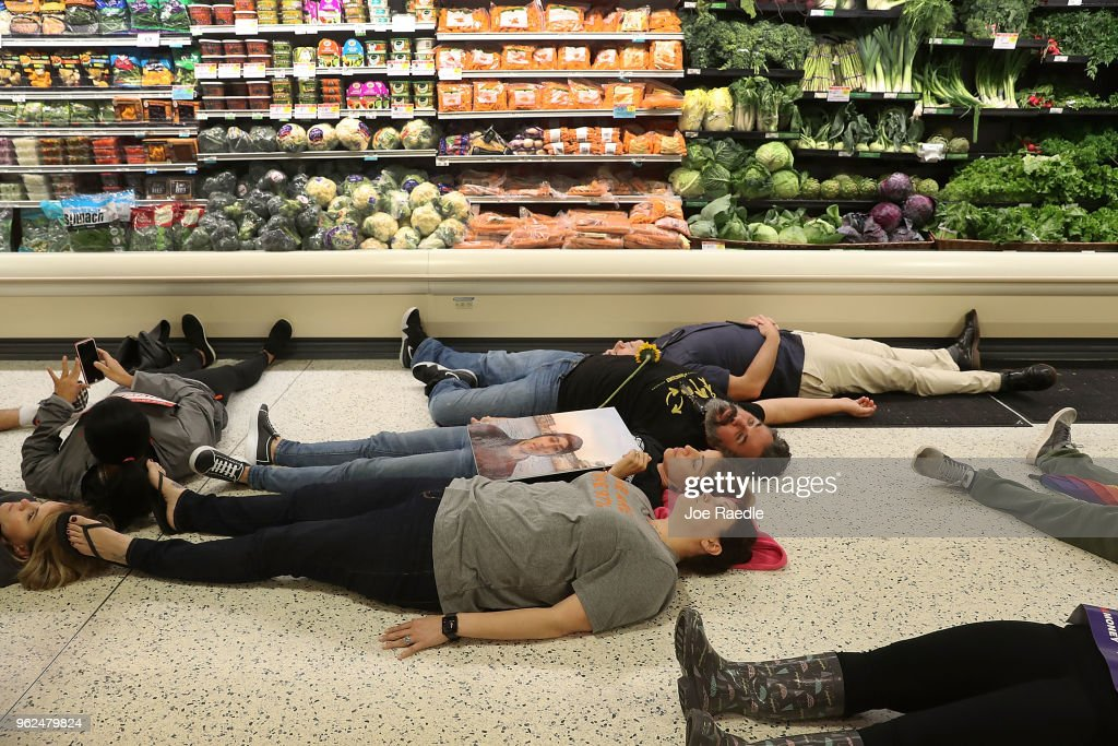 Parkland Students Protest At Publix After Grocer Donates To Pro-NRA Candidate : News Photo