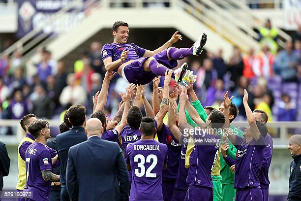 Manuel Pasqual of ACF Fiorentina celebrated by teammates during the Serie A match between ACF Fiorentina and US Citta di Palermo at Stadio Artemio...