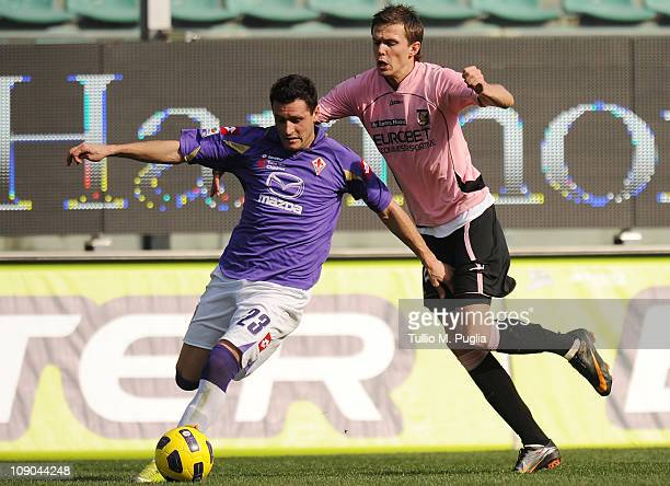 Manuel Pasqual of Fiorentina is challenged by Josip Ilicic of Palermo during the Serie A match between US Citta di Palermo and ACF Fiorentina at...