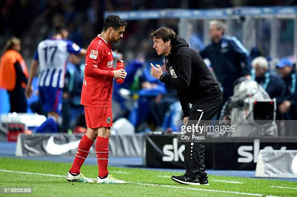 Manuel Schmiedebach and coach Daniel Stendel of Hannover 96 during the Bundesliga match between Hertha BSC and Hannover 96 at Olympiastadion on April...