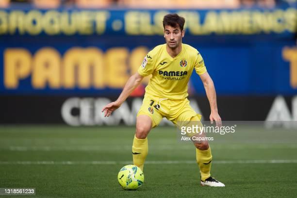 Manuel Trigueros of Villarreal CF controls the ball during the La Liga Santander match between Villarreal CF and Sevilla FC at Estadio de la Ceramica...