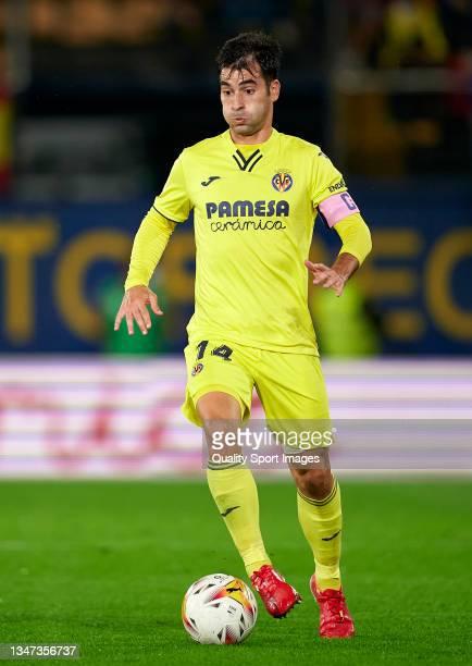 Manuel Trigueros of Villarreal CF runs with the ball during the La Liga Santander match between Villarreal CF and CA Osasuna at Estadio de la...