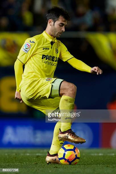 Manuel Trigueros of Villarreal CF with the ball during the La Liga game between Villarreal CF and FC Barcelona at Estadio de la Ceramica on December...