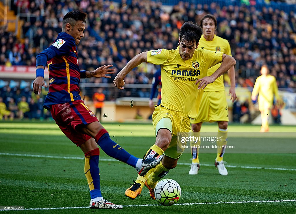 Manuel Trigueros (R) of Villarreal is tackled by Neymar JR of Barcelona during the La Liga match between Villarreal CF and FC Barcelona at El Madrigal on March 20, 2016 in Villarreal, Spain.