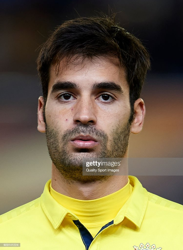 Faces by m4rcelo - Page 10 Manuel-trigueros-of-villarreal-looks-on-prior-to-the-uefa-europa-of-picture-id923141224