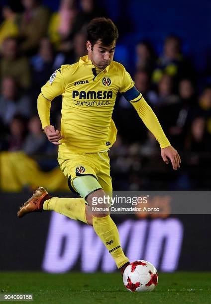 Manuel Trigueros of Villarreal runs with the ball during the Copa del Rey Round of 16 second Leg match between Villarreal CF and Leganes at Estadio...