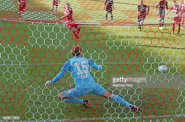 Manuel Zeitz of Cottbus scores the first goal after penalty during the DFB Cup match between FC Energie Cottbus and Hamburger SV at Stadion der...