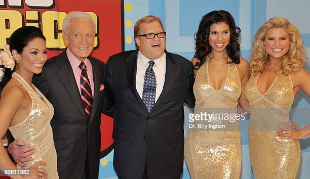 Manuela Arbelaez Bob Barker Drew Carey Gwendolyn Osborne and Rachel Reynolds pose at ''Price is Right'' show at CBS Studios on March 25 2009 in Los...