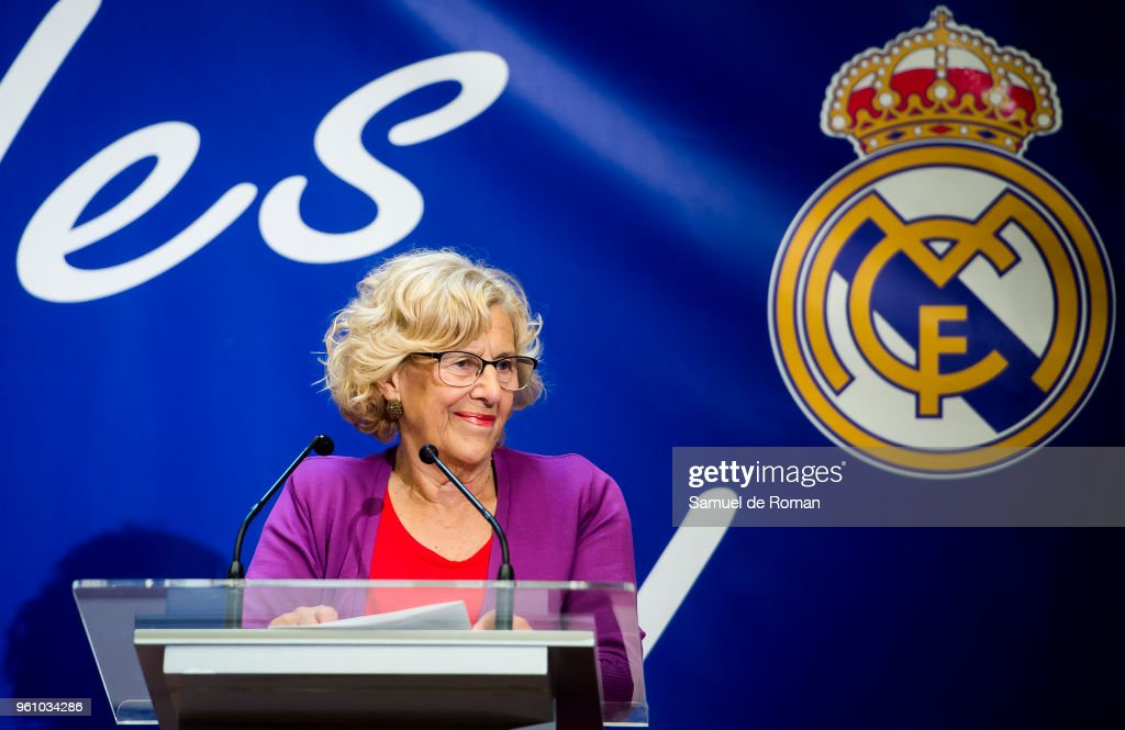 Carmena Receives Real Madrid Basketball Team After Winning The Euroleague