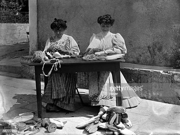 Manufacture of ropesoled sandals pose of the sets of table linen France on 1907 BOY1130