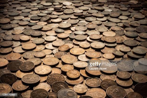 many euro cent coins - laurent sauvel photos et images de collection