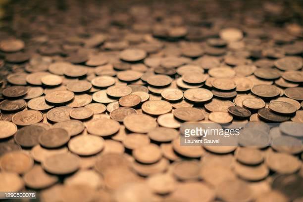 many euro cent coins - selective focus - warm tones - laurent sauvel photos et images de collection