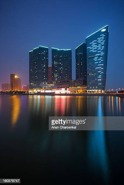 CONTENT] Many luxurious hotel and casino are located around Nam Van Lake in Macau