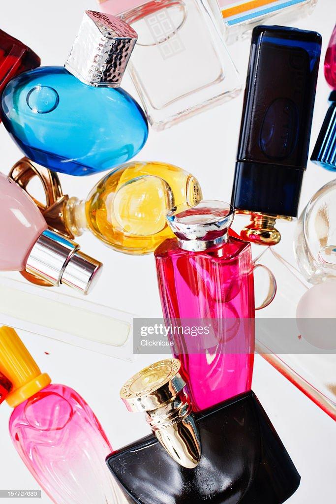 Viele bunte Mini-Parfüm-Flasche Aufnahme von overhead : Stock-Foto