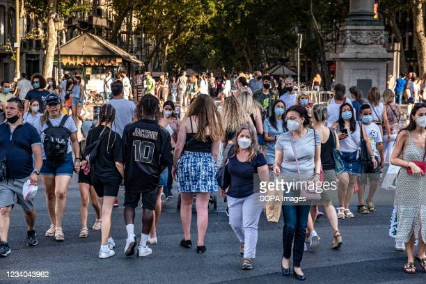 Many people are seen visiting the commercial hub of Passeig de Gràcia. Despite the decree of night curfew between 1:00 and 6:00 hours due to the...