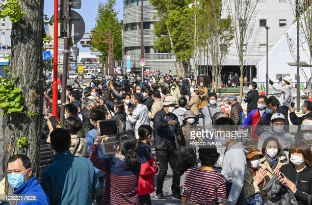 Many people gather in Wakayama, western Japan, on April 10 to observe the Tokyo Olympic torch relay amid continued worries about the novel...